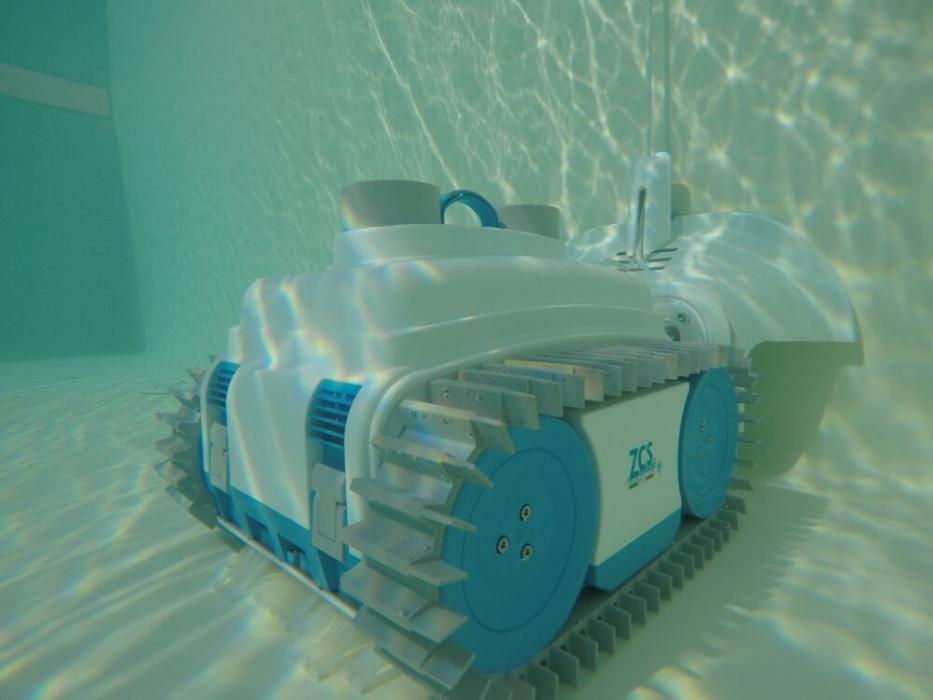 Adaptor pentru piscina cu baza curbata pentru incarcator