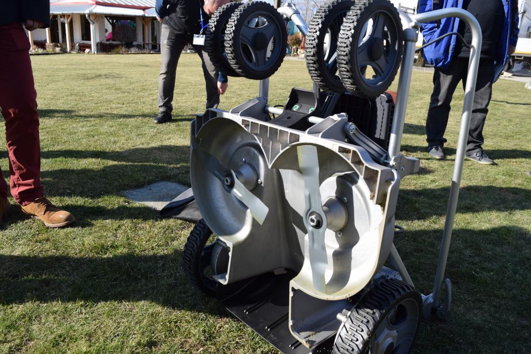 Mașină de tuns gazon electrică pe baterie Pellenc Rasion Easy, 1100 W, sac de 70 litri, 60 cm lățime de lucru, Bateria 1100 INCLUSA