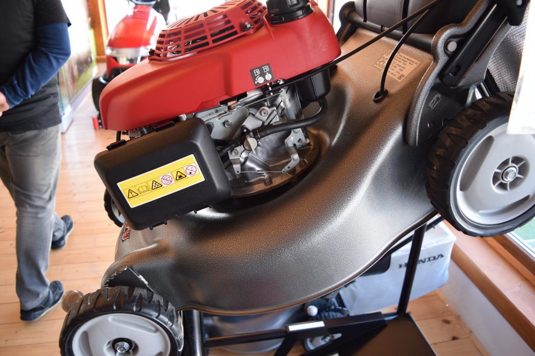 Masina de tuns gazon si iarba HONDA GAMA IZY 3,7 CP pe benzina, latime de lucru 46 cm