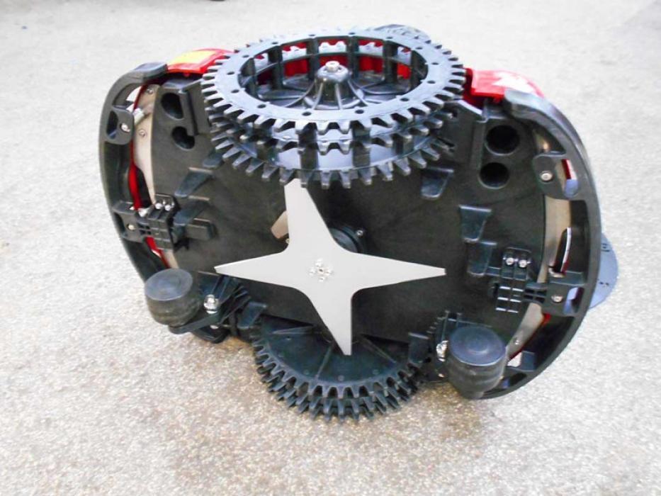 Robot de gazon Ambrogio L85 Elite pentru gradini in panta