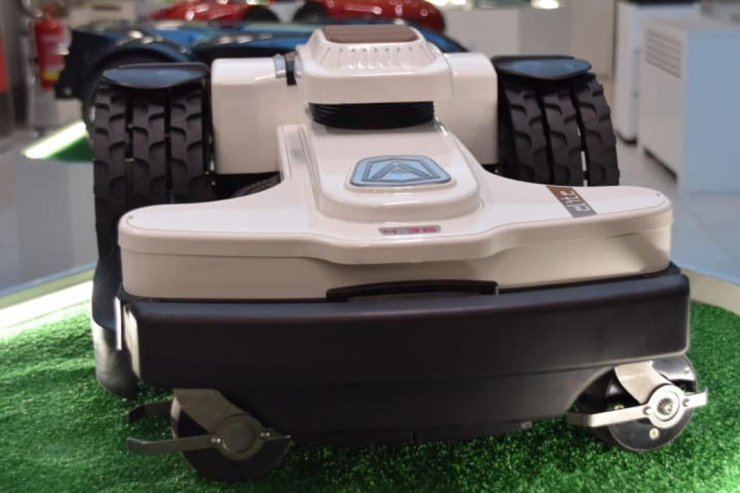 Robot de taiat gazon AMBROGIO 4.36 pentru 6000 mp, taiere inteligenta, GPS,GSM, ZCS Conect, 6 Ani Garantie
